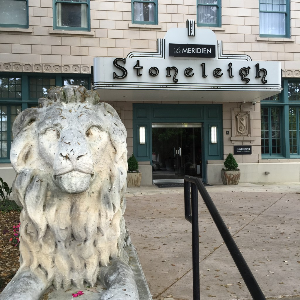 Le Meridian Stoneleigh - Dallas Texas - Lion Outside